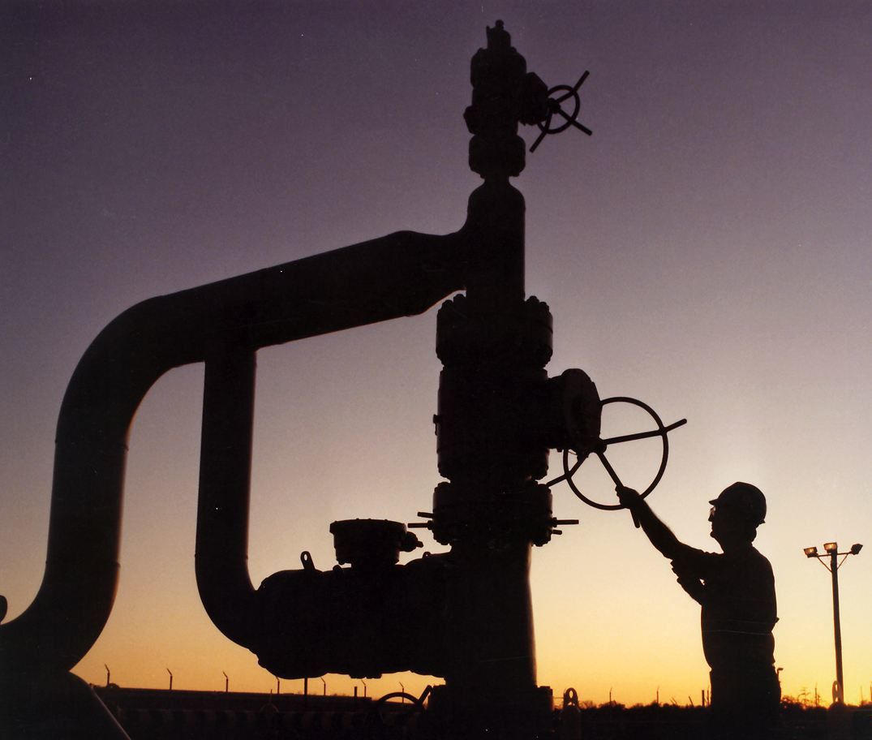 Réserves de pétrole US gigantesques et faillite des pays arabes producteurs de pétrole: voila le programme, avec un baril à 200 $