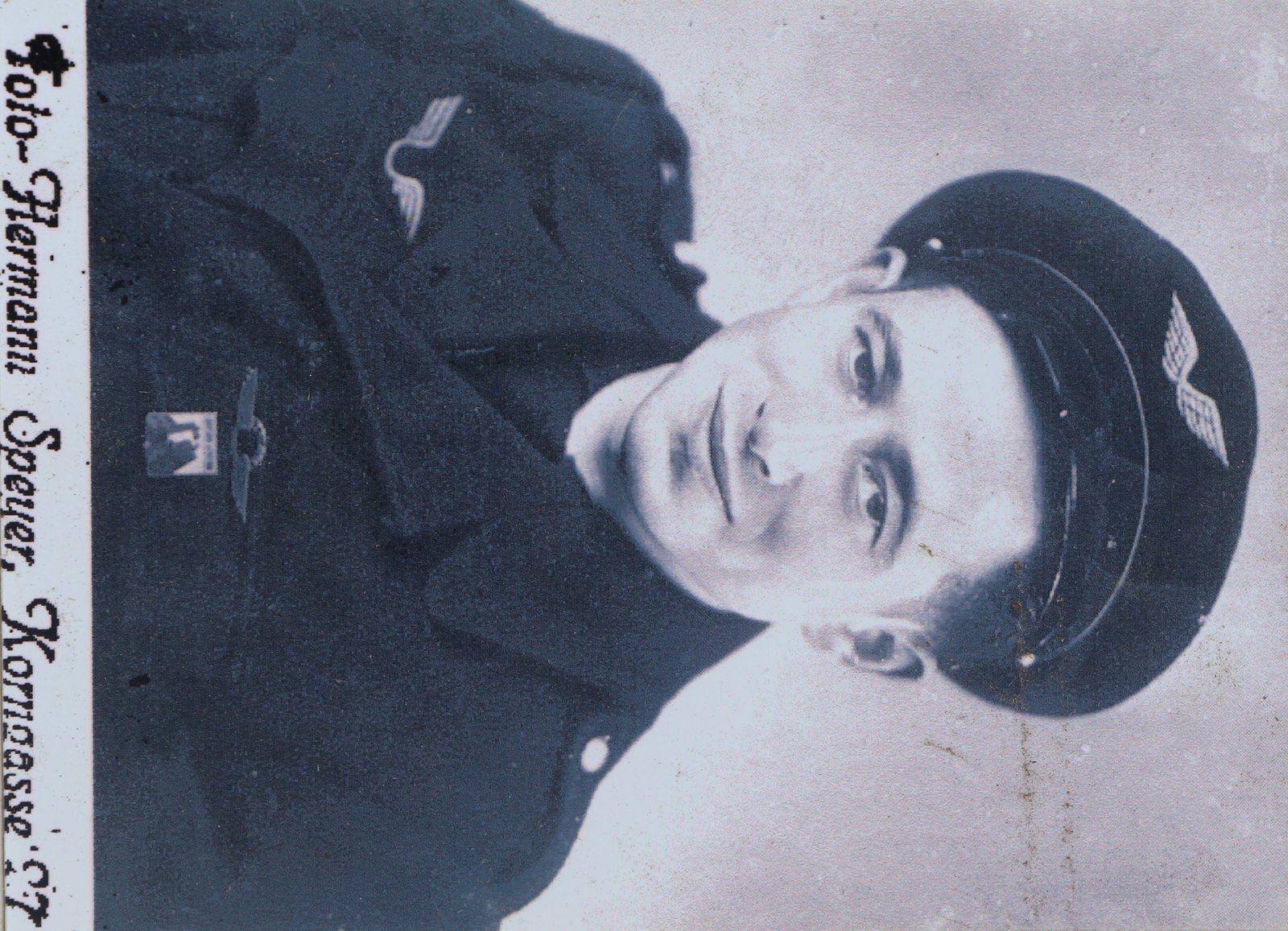 Le Voivrais Alfred Lelasseux était mitrailleur sur un P61. Il est venu par deux fois s'approvisionner en munitions sur l'aérodrome de Louplande.