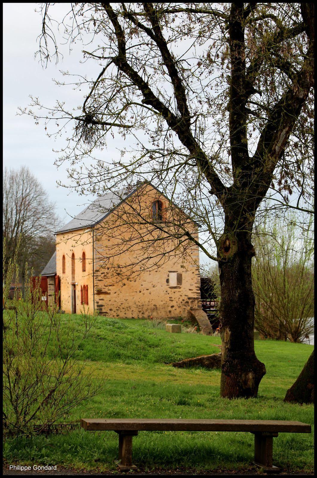 Une nouvelle roue au moulin de Fillé (Sarthe) sur le site de MoulinSart