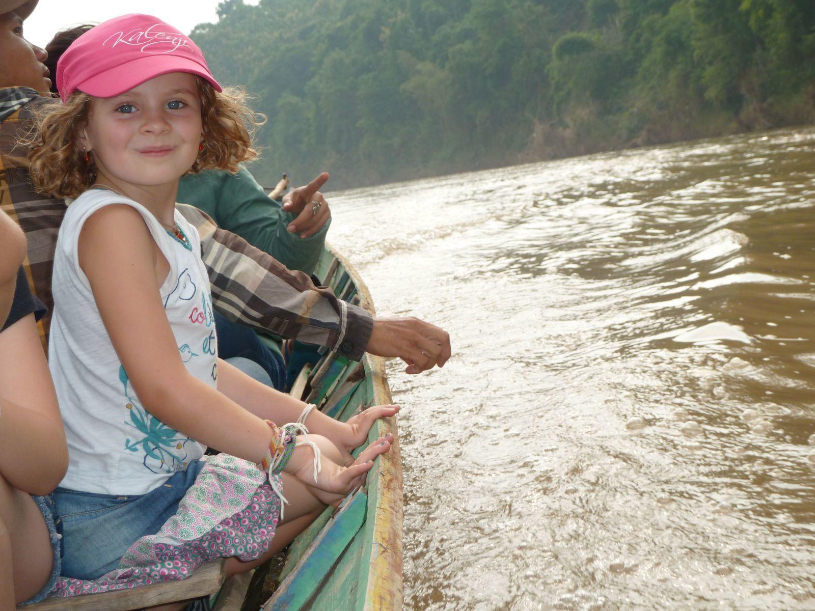 Jade sur la Nam Kan River (se jette dans le Mékong à Luang-Prabang. Pas Jade, hein, la rivière !)