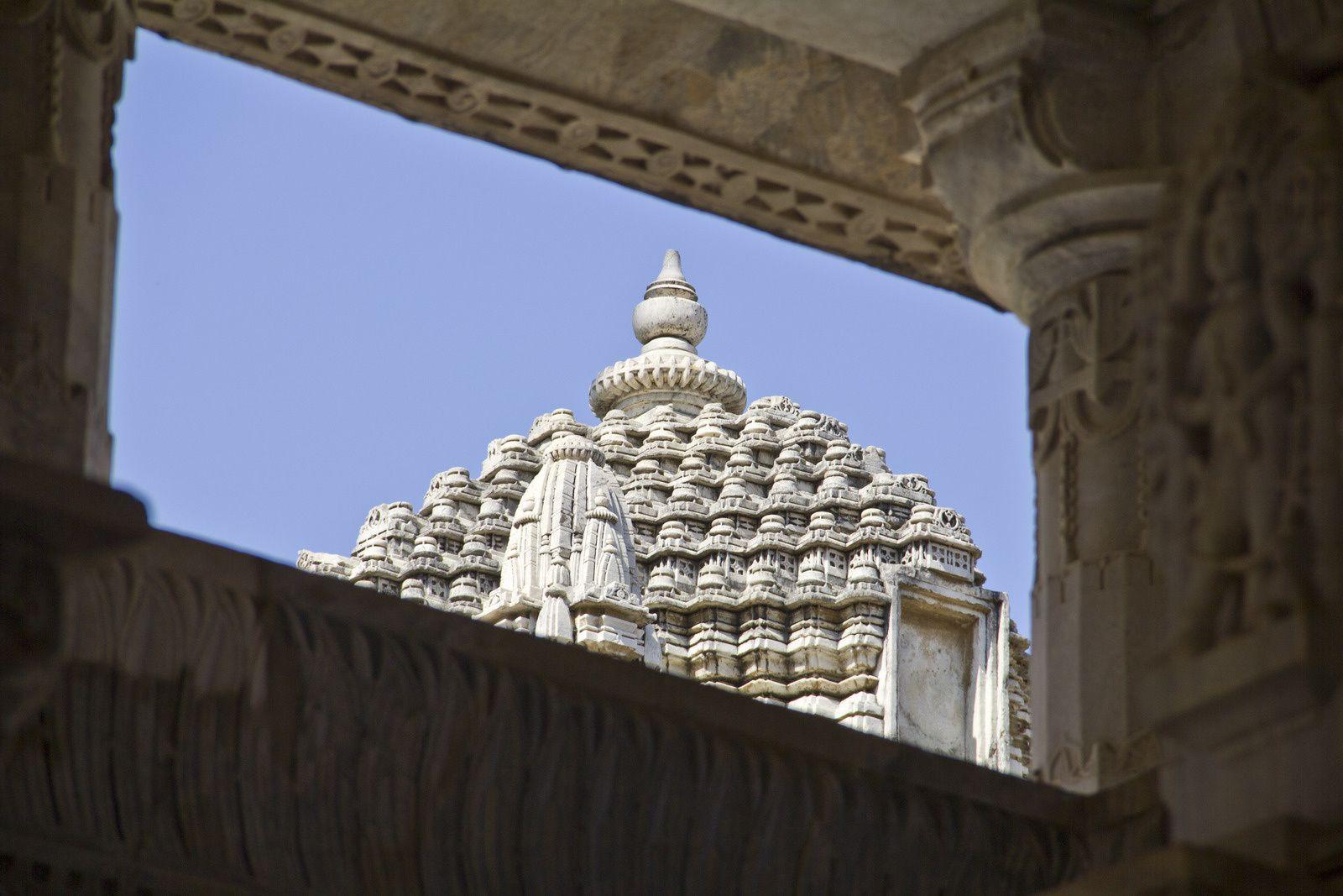 Vues extérieures des différents temples, dont celui d'Adinath