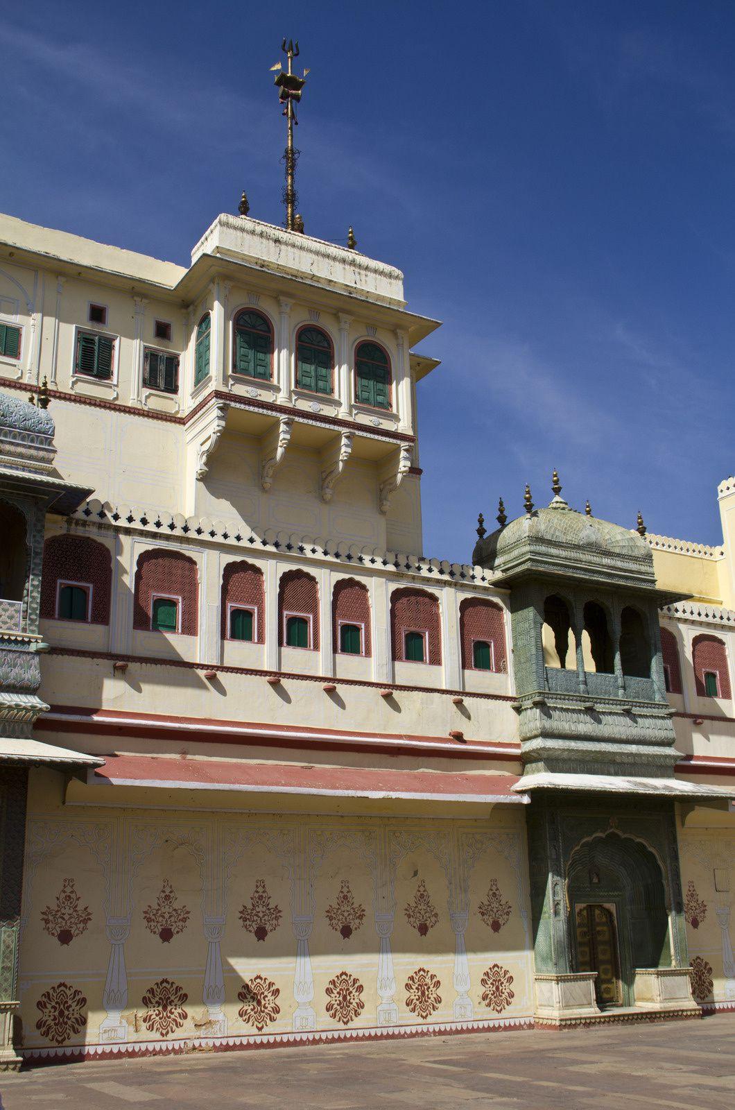 Le palais principal Chandra Mahal et la cour.