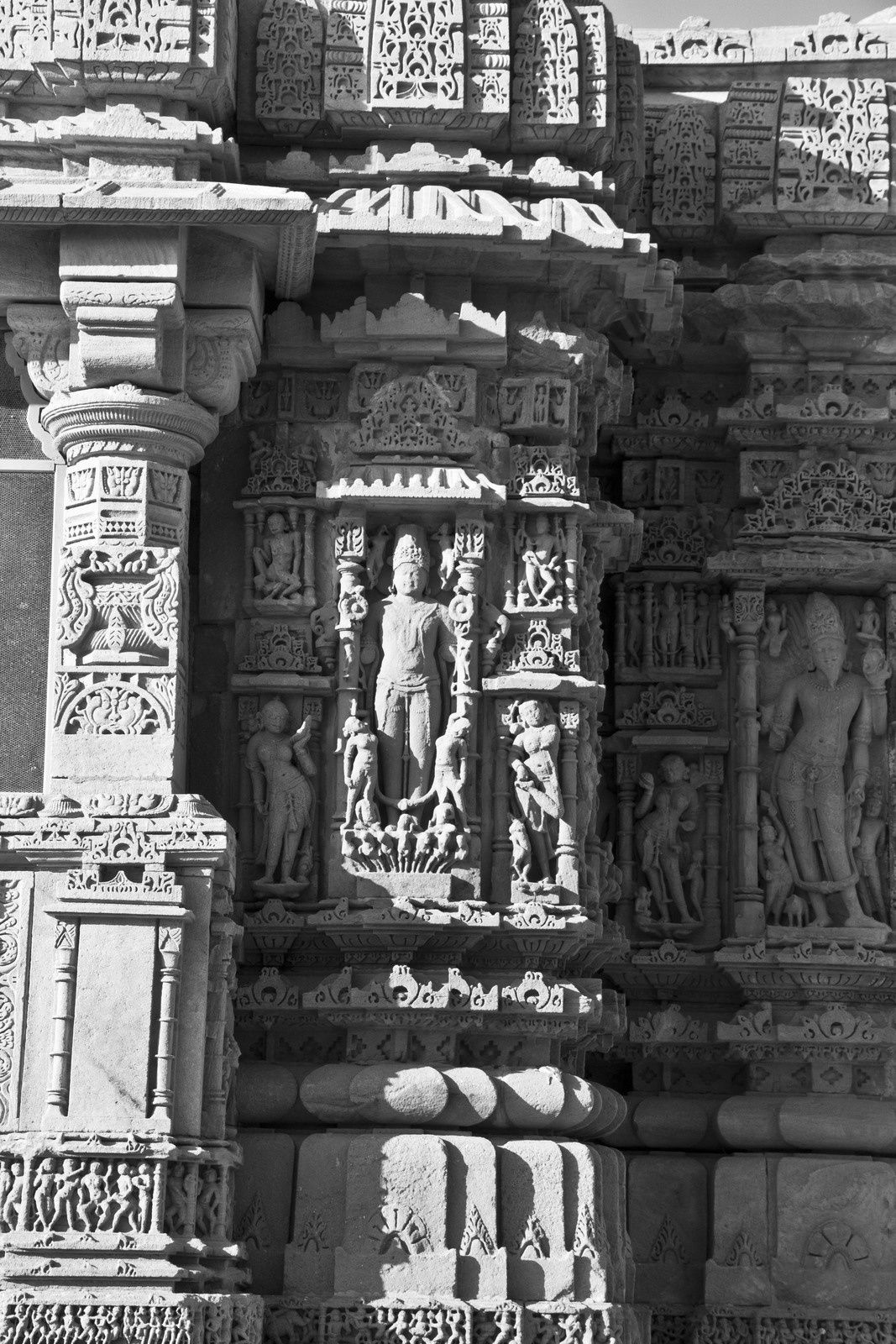 Détails des piliers, sculptures, ...