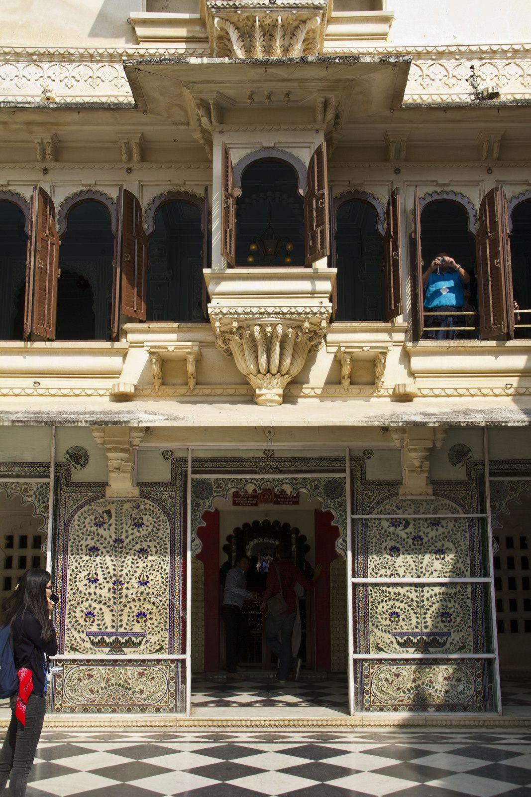 La cour des paons et Le Moti Mahal (palais de la perle)