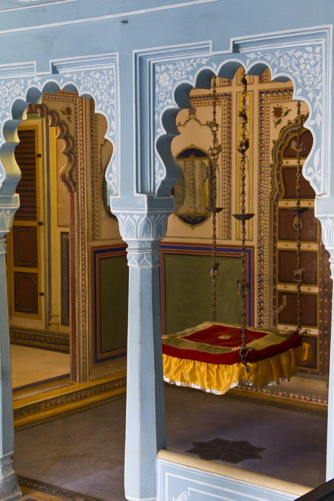 Vues de la décoration intérieure, dont deux portes en ivoire