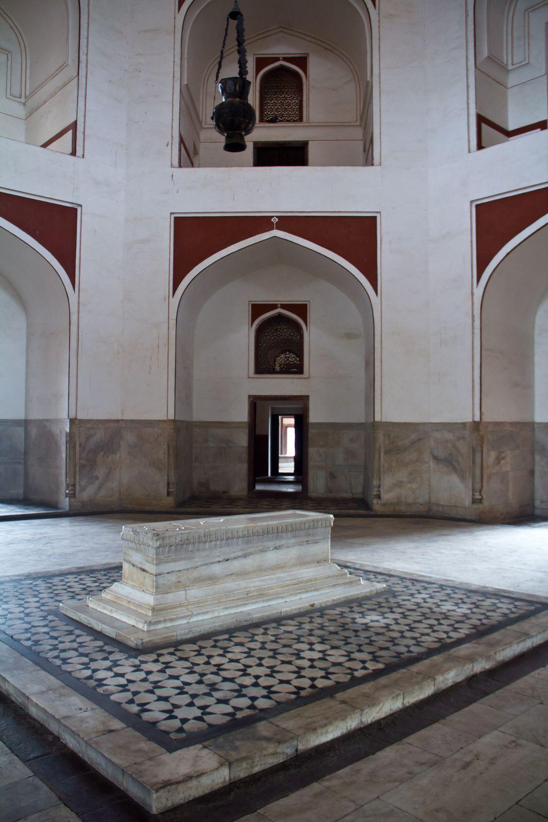 Vues de l'entrée du mausolée, l'intérieur de Humayun's Tomb et des jardins.