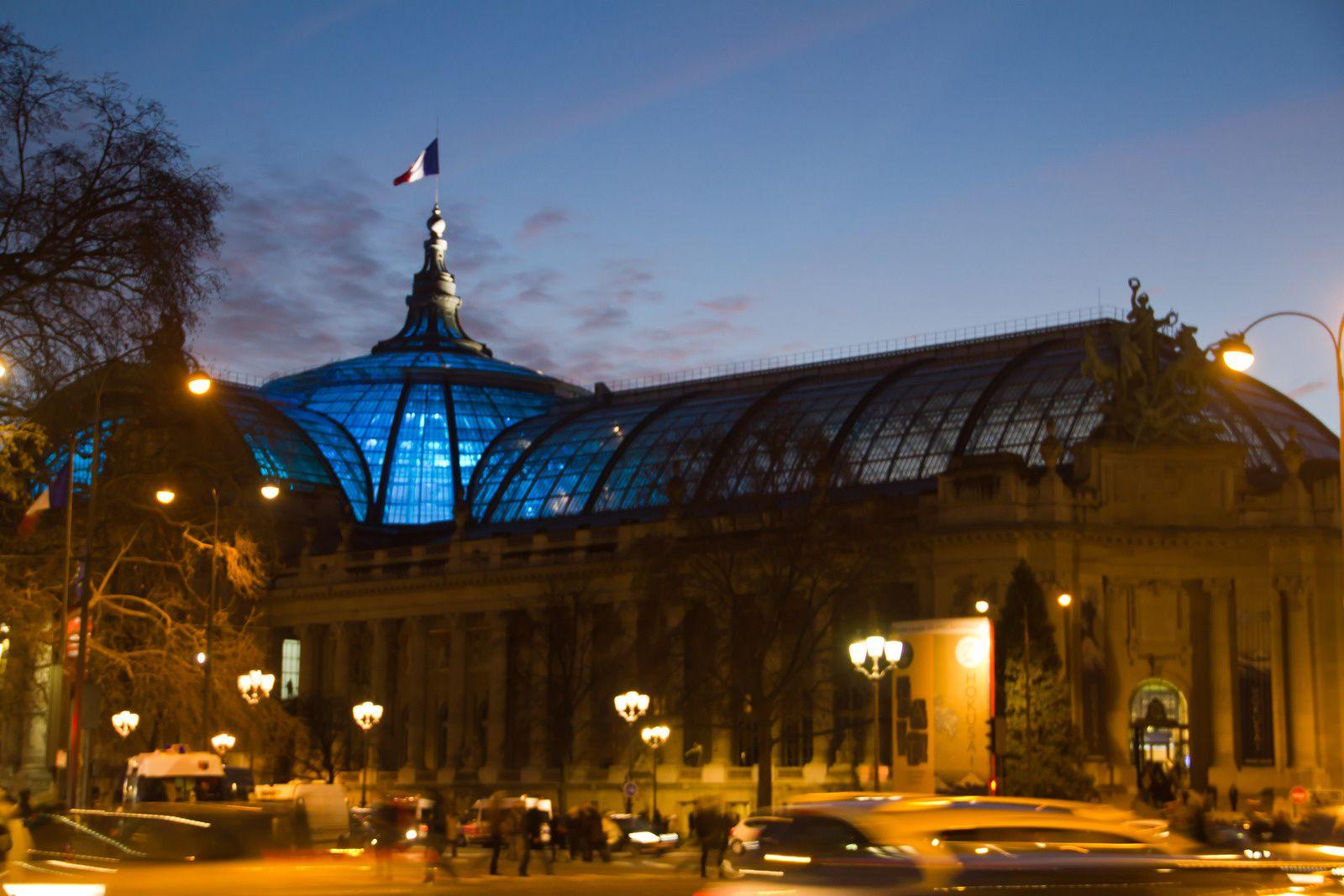 A proximité du rond point des Champs Elysées