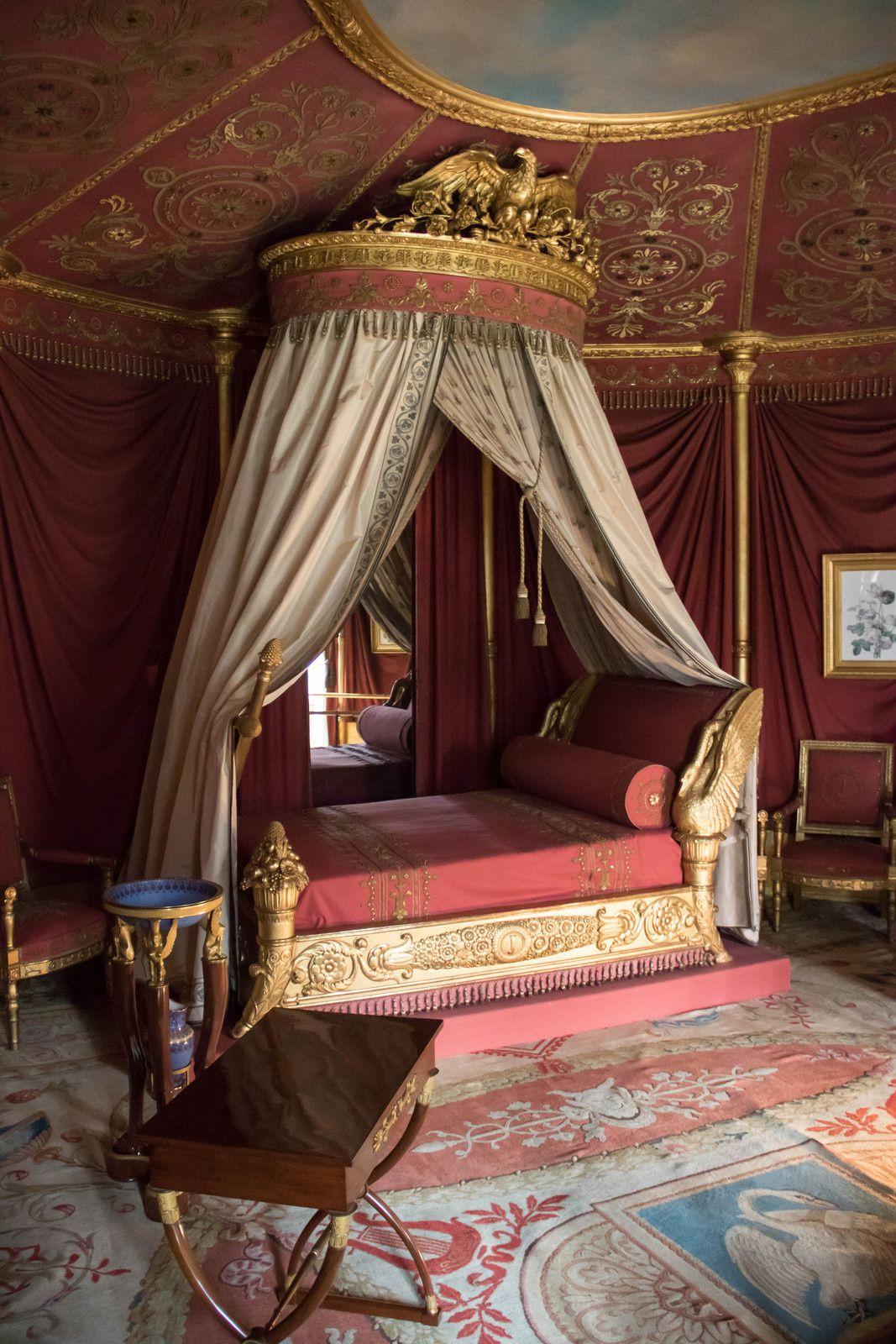 Des salles dont la salle de billard, la salle à manger, la bibliothèque, les chambres de l'empereur et de l'impératrice, ...