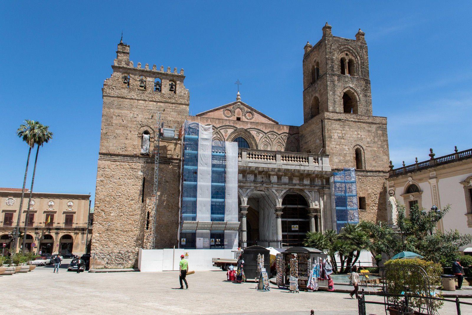 Vues extérieures de la cathédrale et vue sur la baie de Palerme