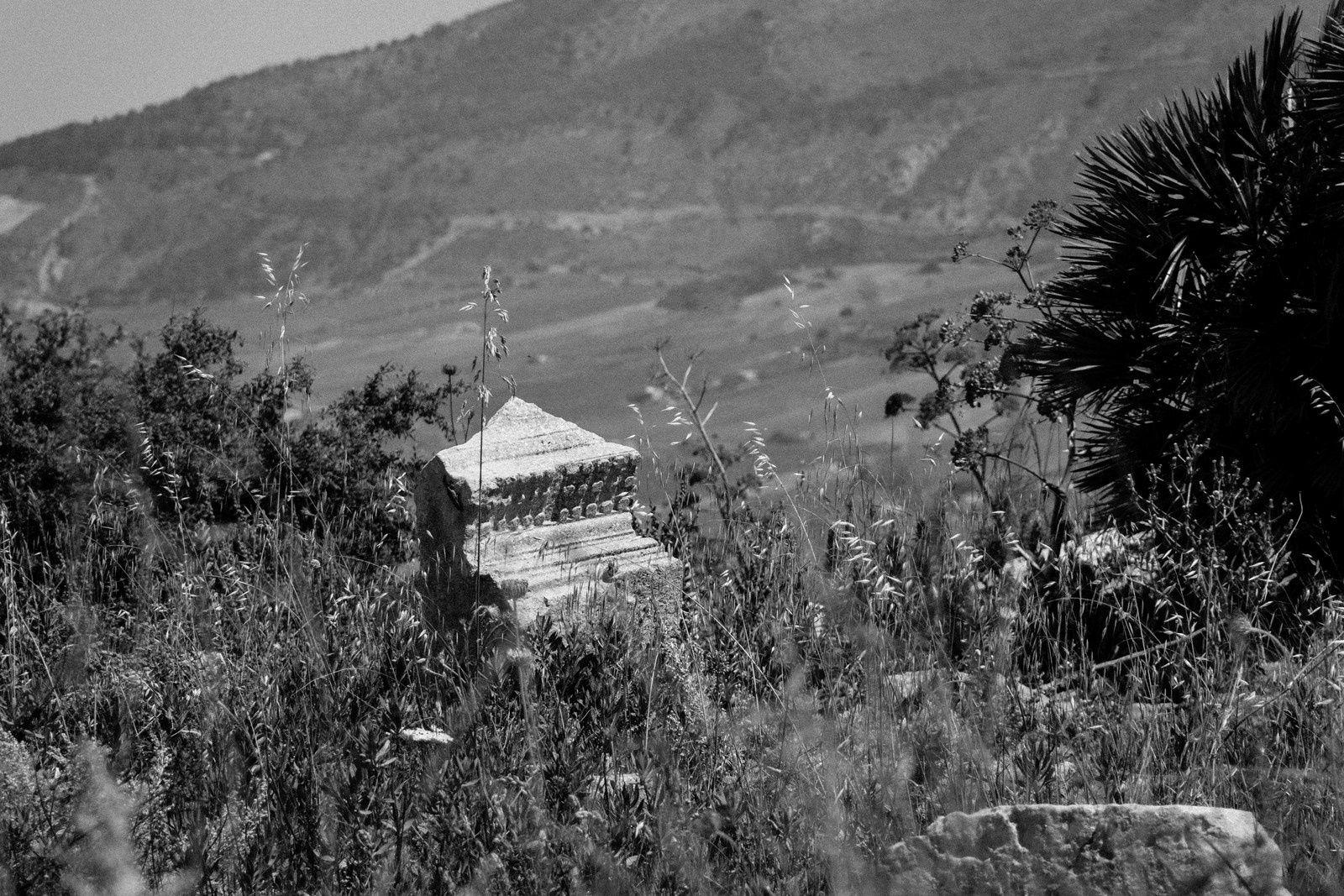 Le temple et quelques ruines à proximité.