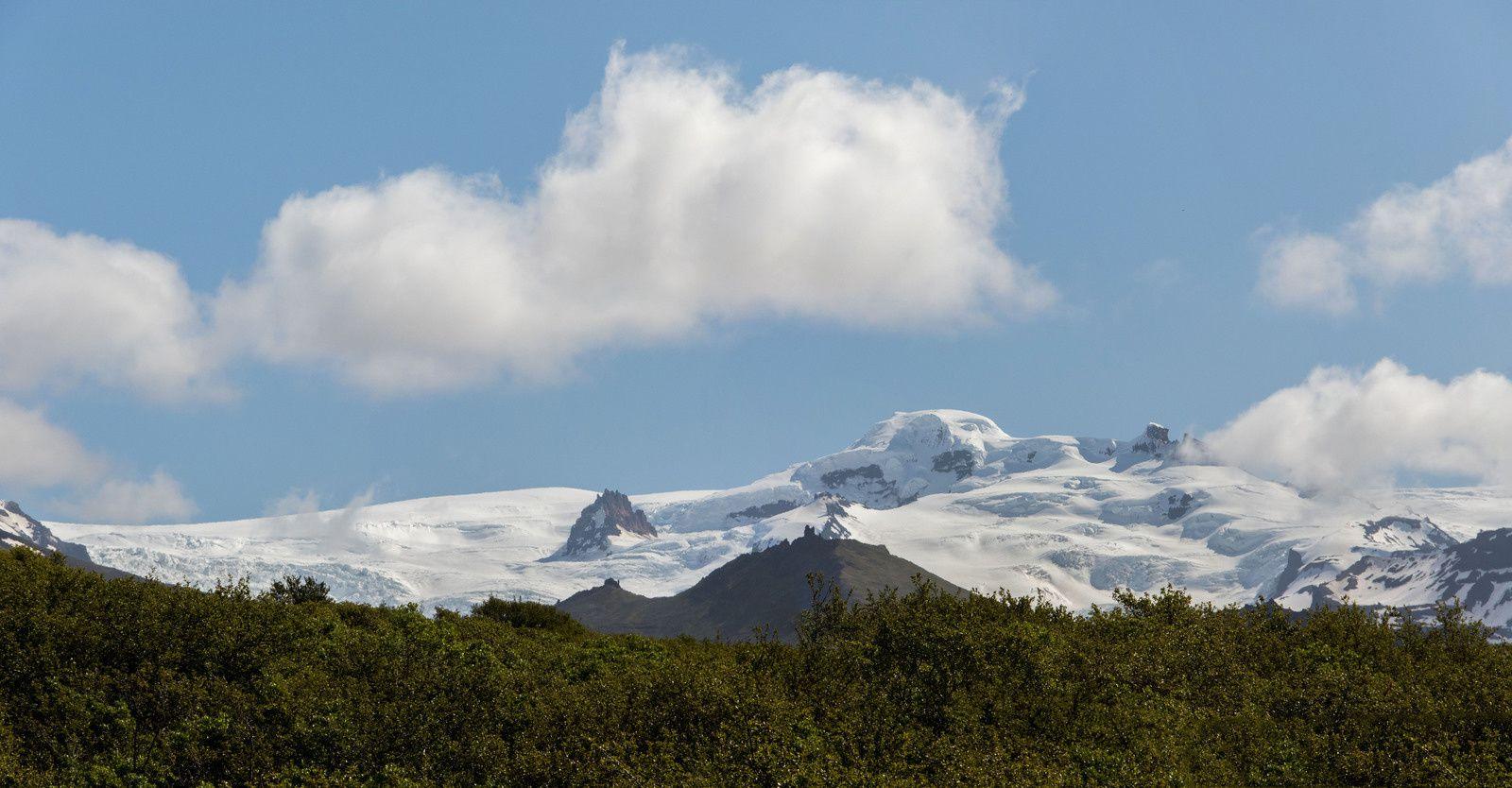 Vues de glaciers et de hautes montagnes.