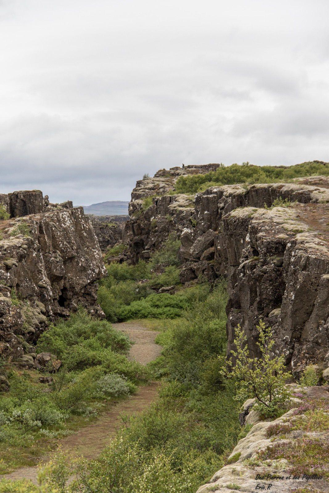 La faille Almannagjá, le lac Þingvallavatn et la cascade Öxarárfoss