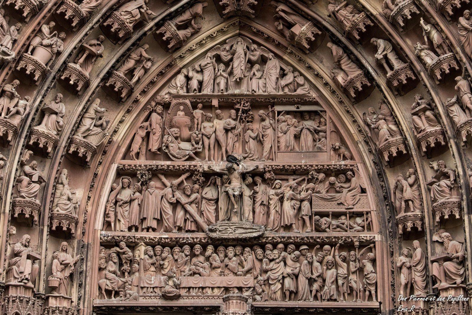Les sculptures des portes