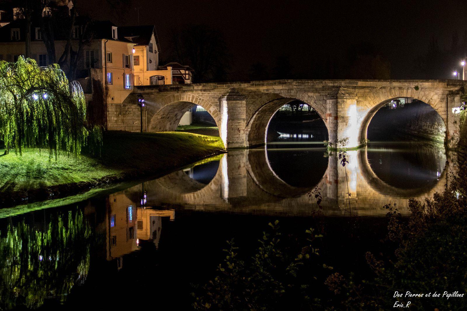 Le portail de l'église, la rue principale, le musée d'art et histoire Senlecq, le pont du Cabouillet sur l'Oise, le Castelrose.