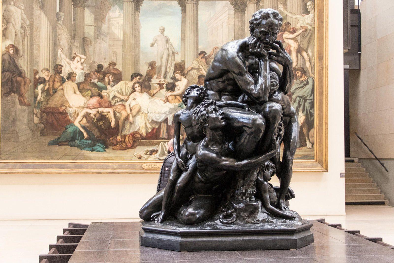 Sculptures dans le musée.