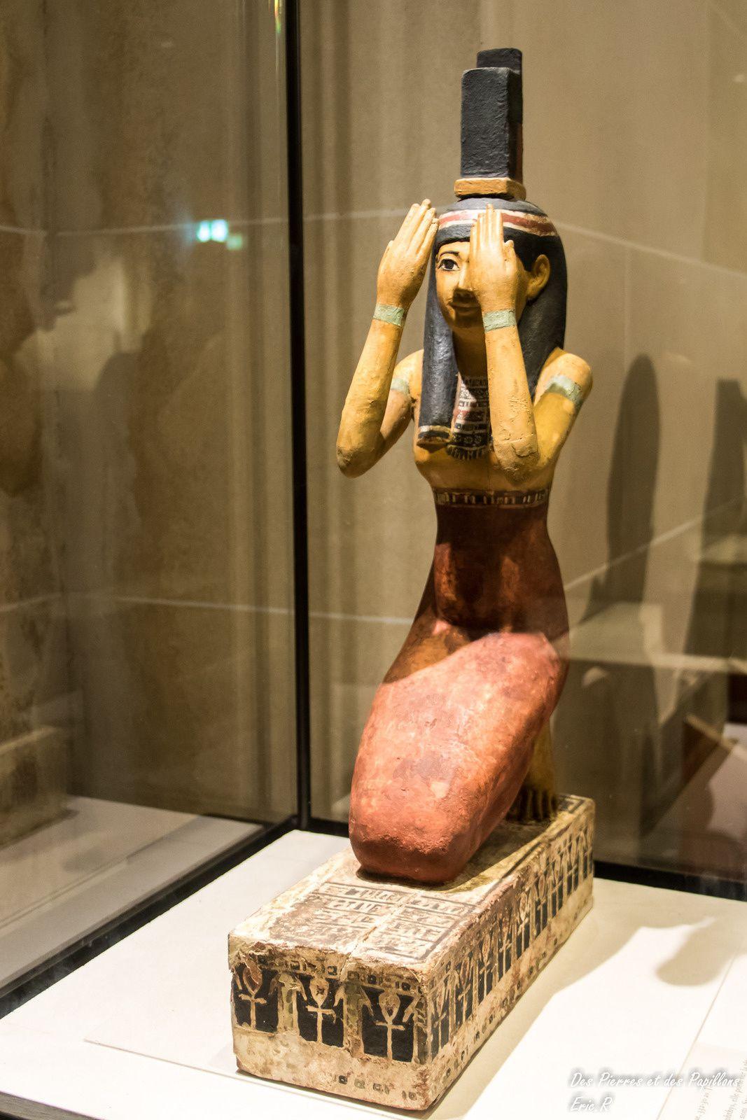 La déesse Isis - bois enduit et peint - 332/30 av. JC