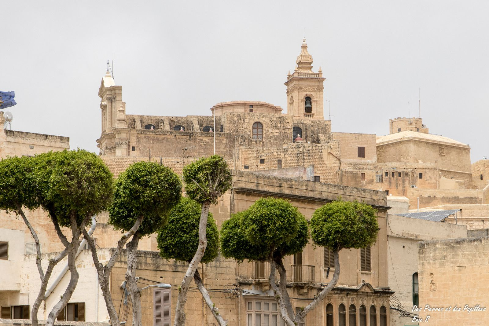 La citadelle, la cathédrale, les ruelles de la ville supérieure
