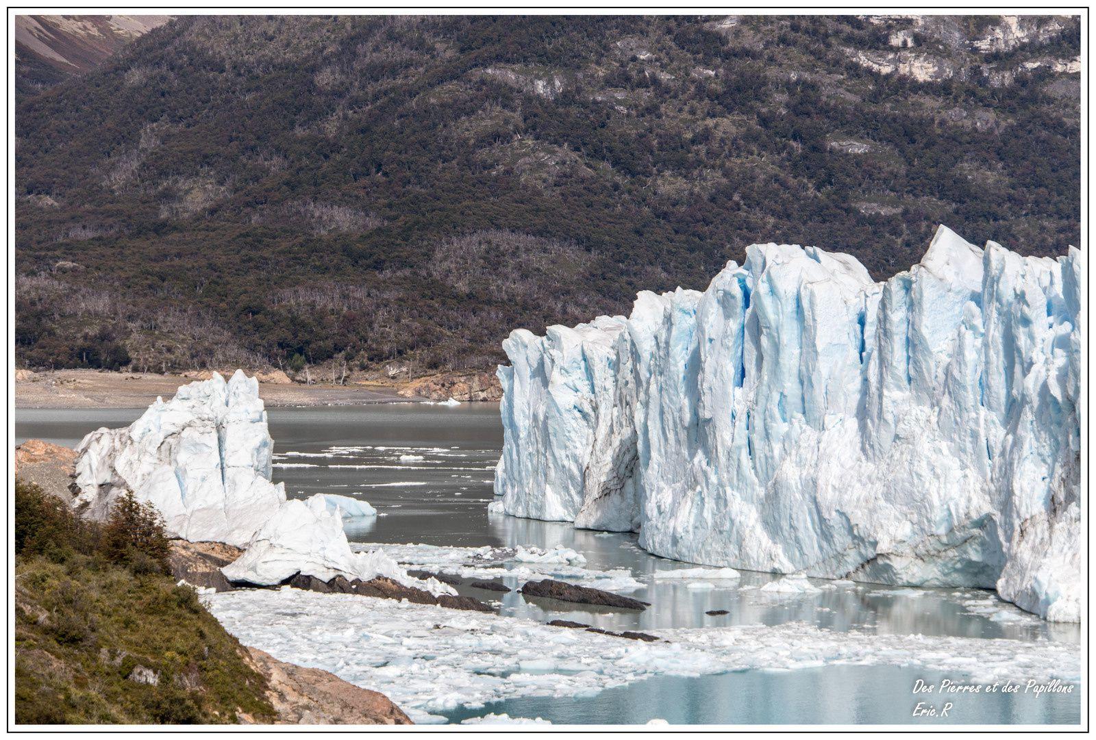 La zone de collision entre le glacier et la roche.
