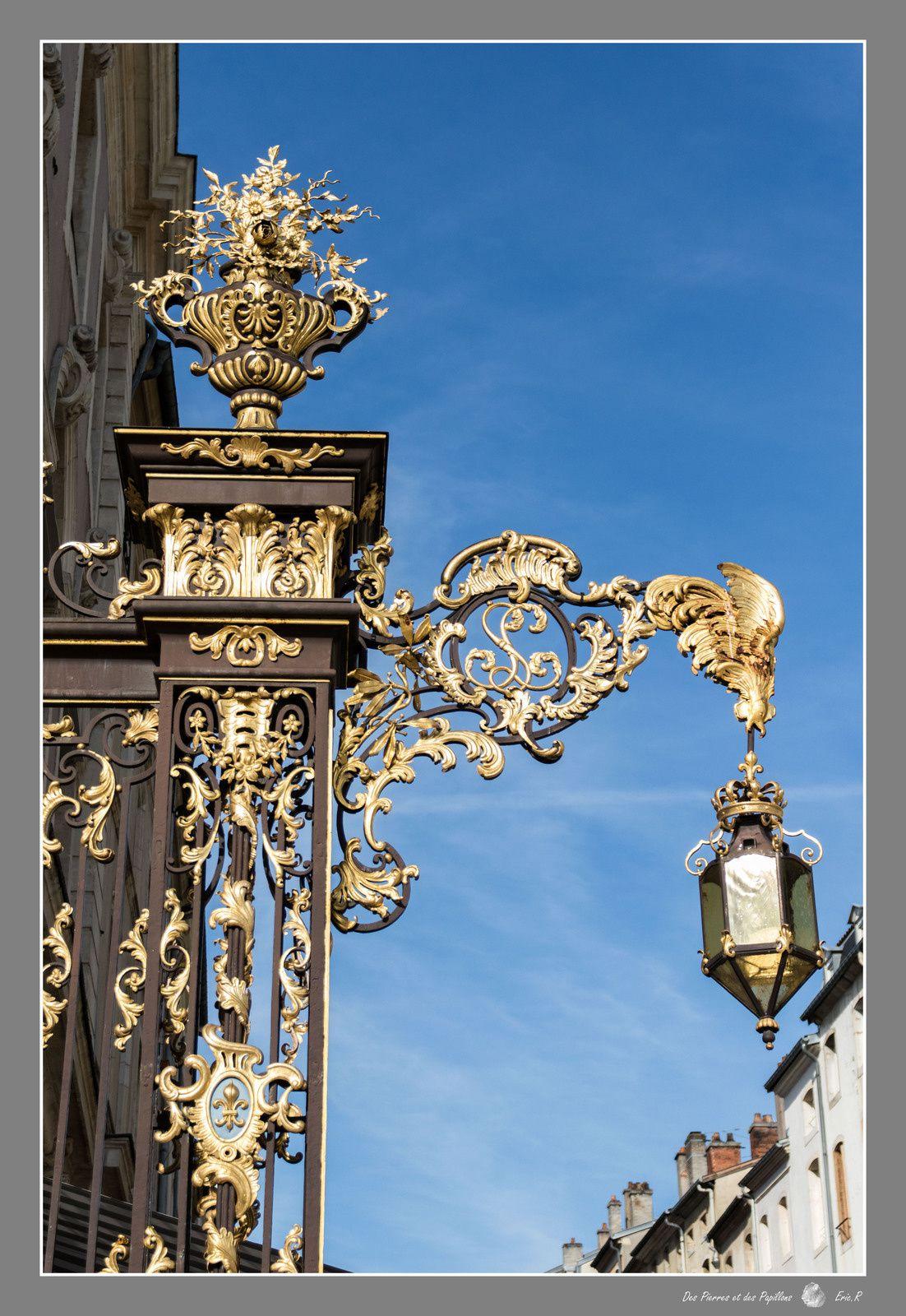 les candélabres et les décorations