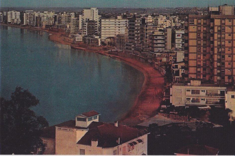 Deux des cartes postales d'Isabelle Vigier
