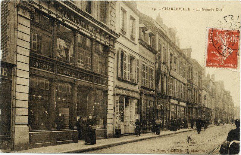 Carte postale ancienne expédiée en 1912.  La Grande Rue est maintenant la rue de la République