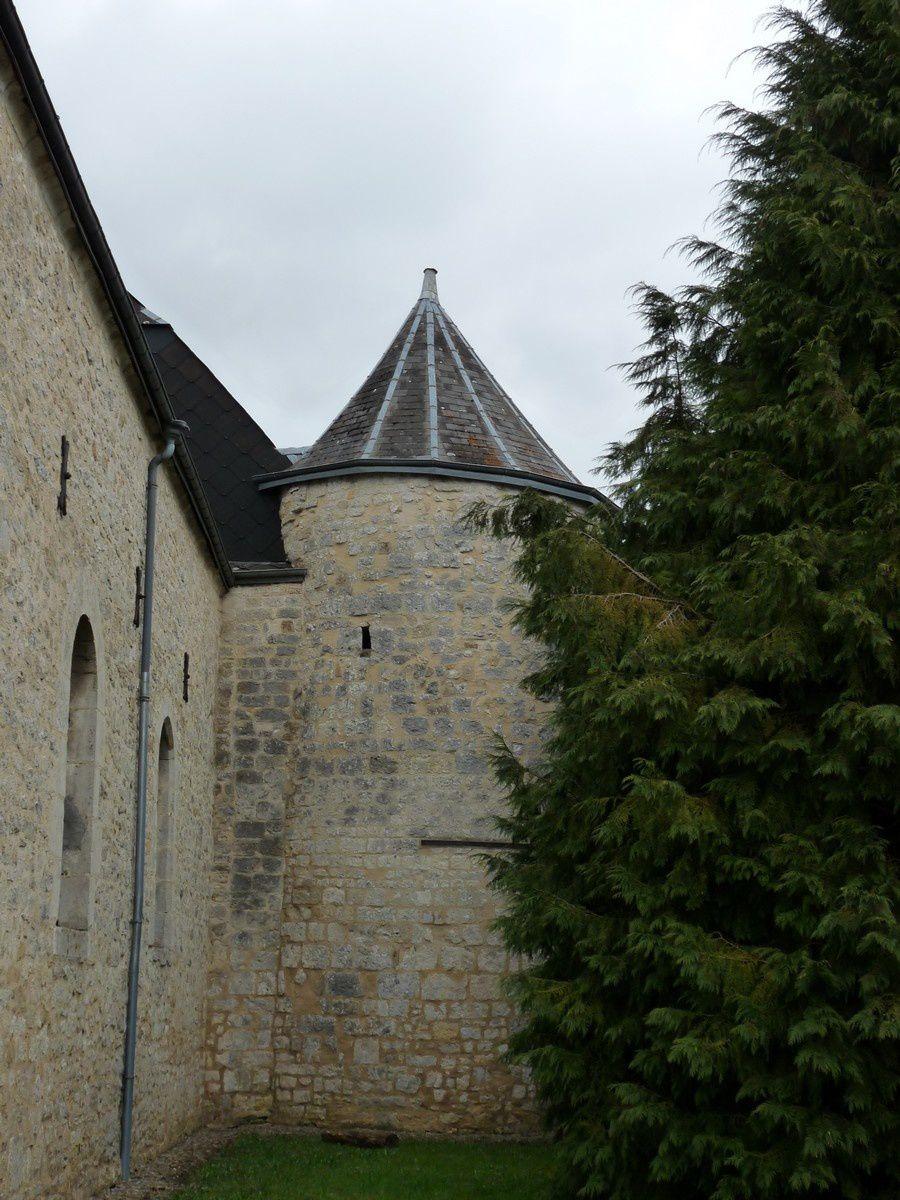 Bossus-lès-Rumigny (Ardennes). L'église
