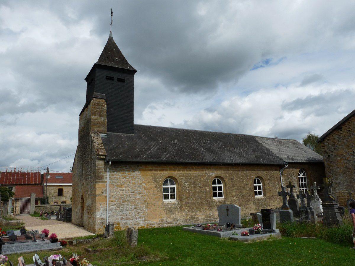 Église fortifiée d'origine XIIème siècle puis transformée.