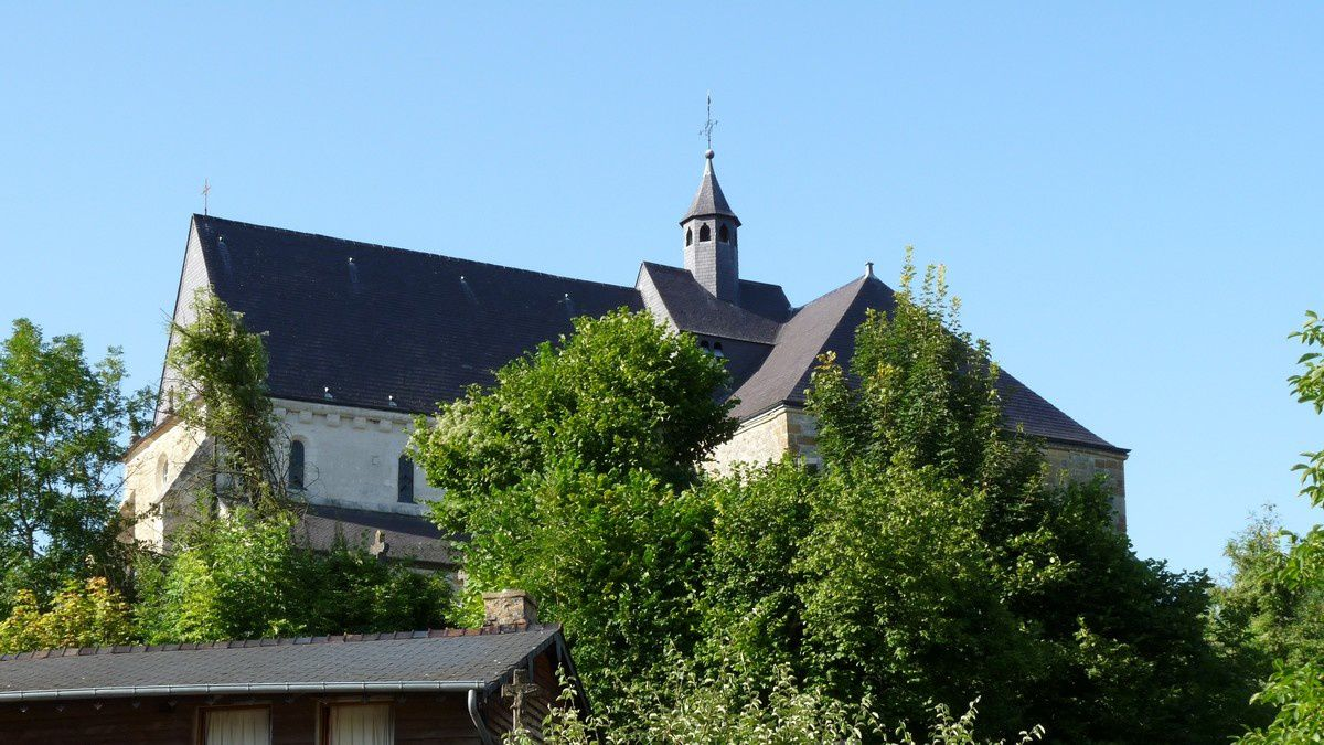 L'église domine le village