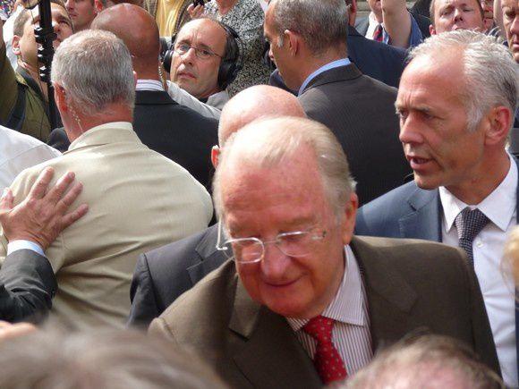 Bain de foule pour le roi Albert II