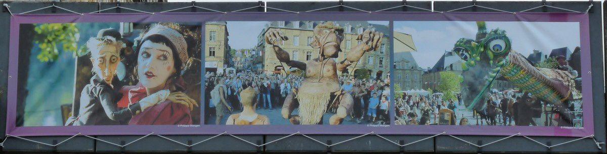 Charleville-Mézières. Festival mondial des théâtres de marionnettes. Le pont des deux villes.