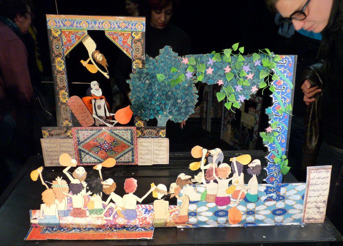 Marionnettes et éléments de décor.