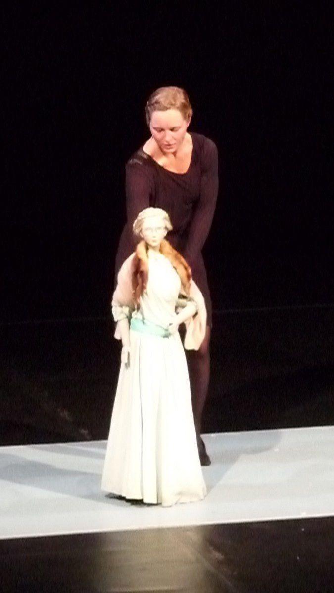 Ismène et les danseurs-manipulateurs