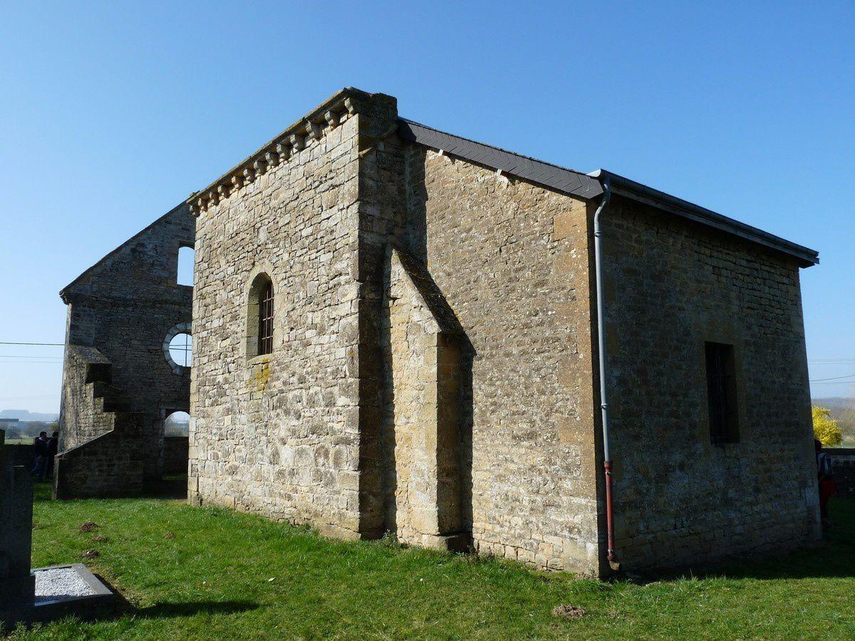 Donchery (Ardennes) : ruines de l'église du Dancourt