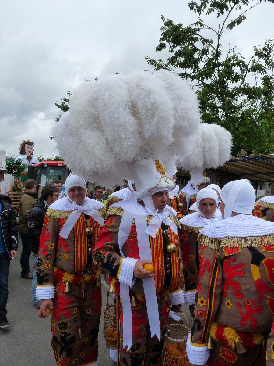 Chesnois-Auboncourt : fête de la cerise, les Gilles