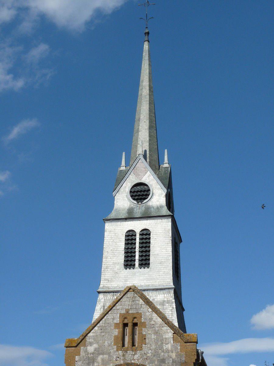 Mazerny (Ardennes) : l'église et le monument aux morts