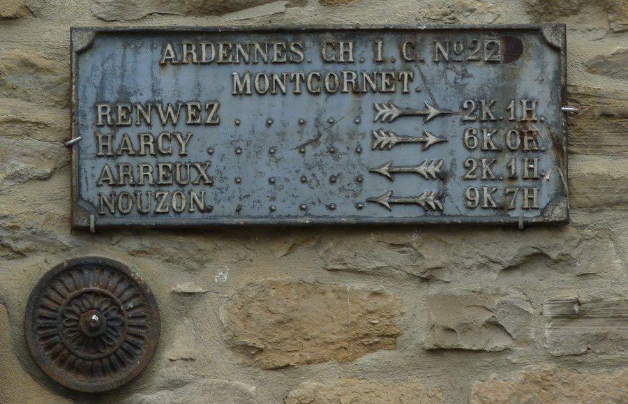 Montcornet (Ardennes) : plaque indicatrice