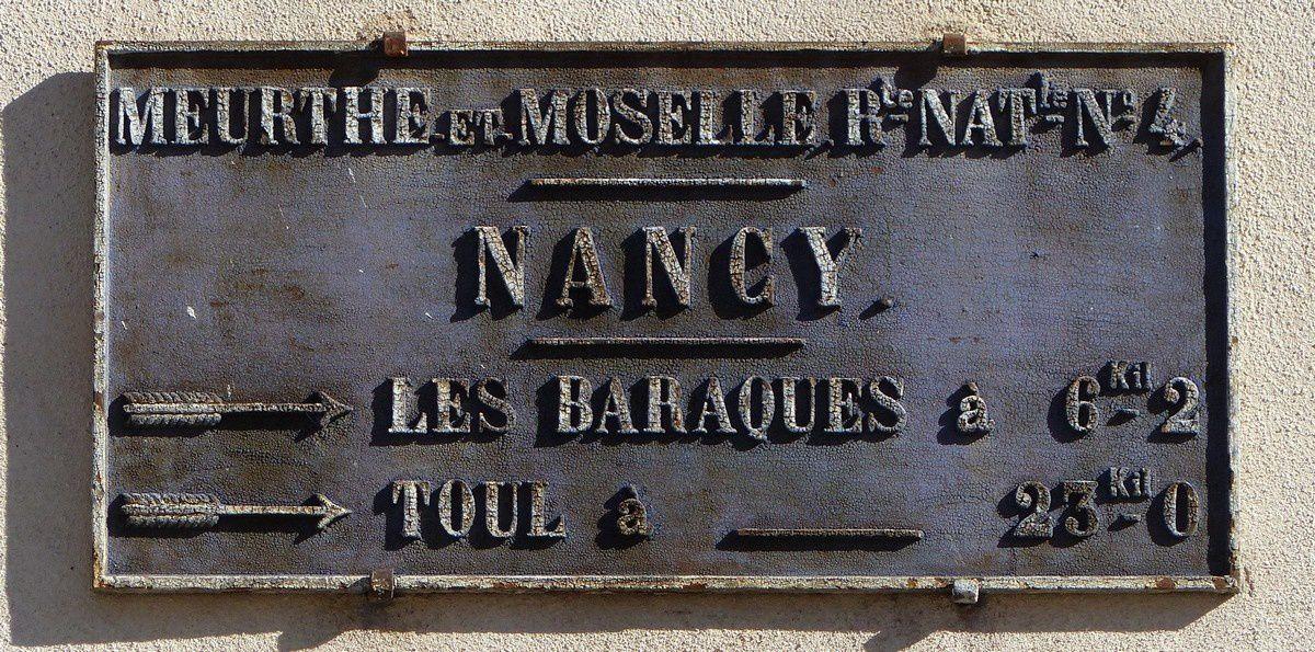 Plaque indicatrice de direction à Nancy