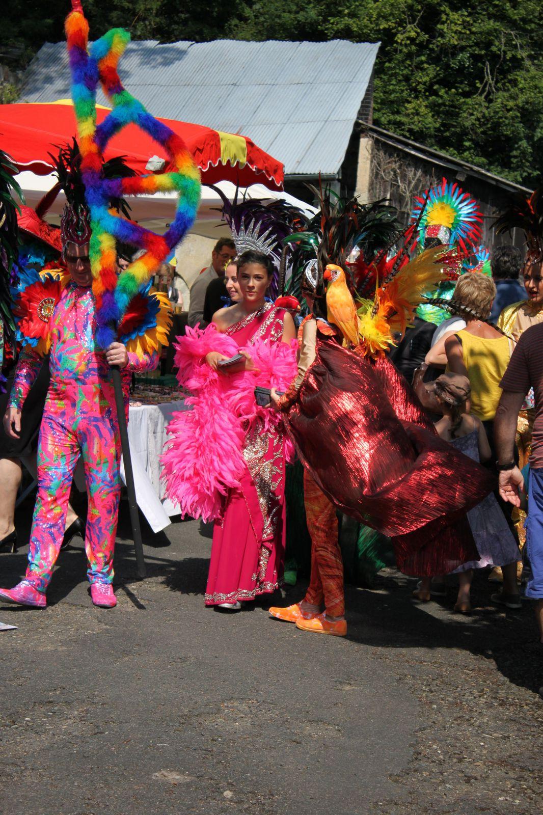 La troupe de la revue Paradis est passée saluer les exposants le 7 juillet dernier