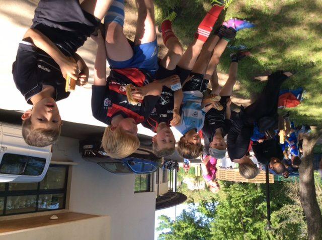Une belle reprise samedi pour toutes les catégories. Les petits bleus ont apprécié pour leur goûter de bons sandwichs, bien mérités après la séance d'entraînement. Installés sous les arbres, tous ont eu plaisir à se retrouver !