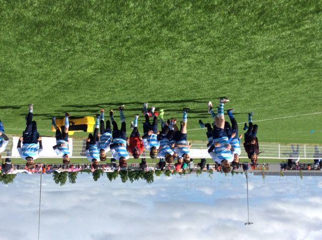 Cette année les M12 de l'école de CAHORS Rugby ont terminé les challenges en se classant 3ème derrière les équipes de Grenade et du Stade Toulousain, sur 30 équipes engagées au départ. Ils ont ainsi eu l'honneur de disputer la finale à Colomiers, réservée aux 10 premières équipes.  Ils s'étaient classés 11ème l'an passé, loupant de peu ce top 10. Lundi 1er Mai , les petits ciels et bleus soutenus par leurs éducateurs n'ont pas démérité face aux équipes adverses constituées exclusivement de joueurs de 2ème année . En effet CAHORS était la seule équipe mixte comptant des joueurs de 2ème mais aussi de 1ère année pour moitié. Résultats très honorables : 1 match gagné contre Millau, 1 nul contre Pamiers, et 2 défaites contre le FCTT et Albi.