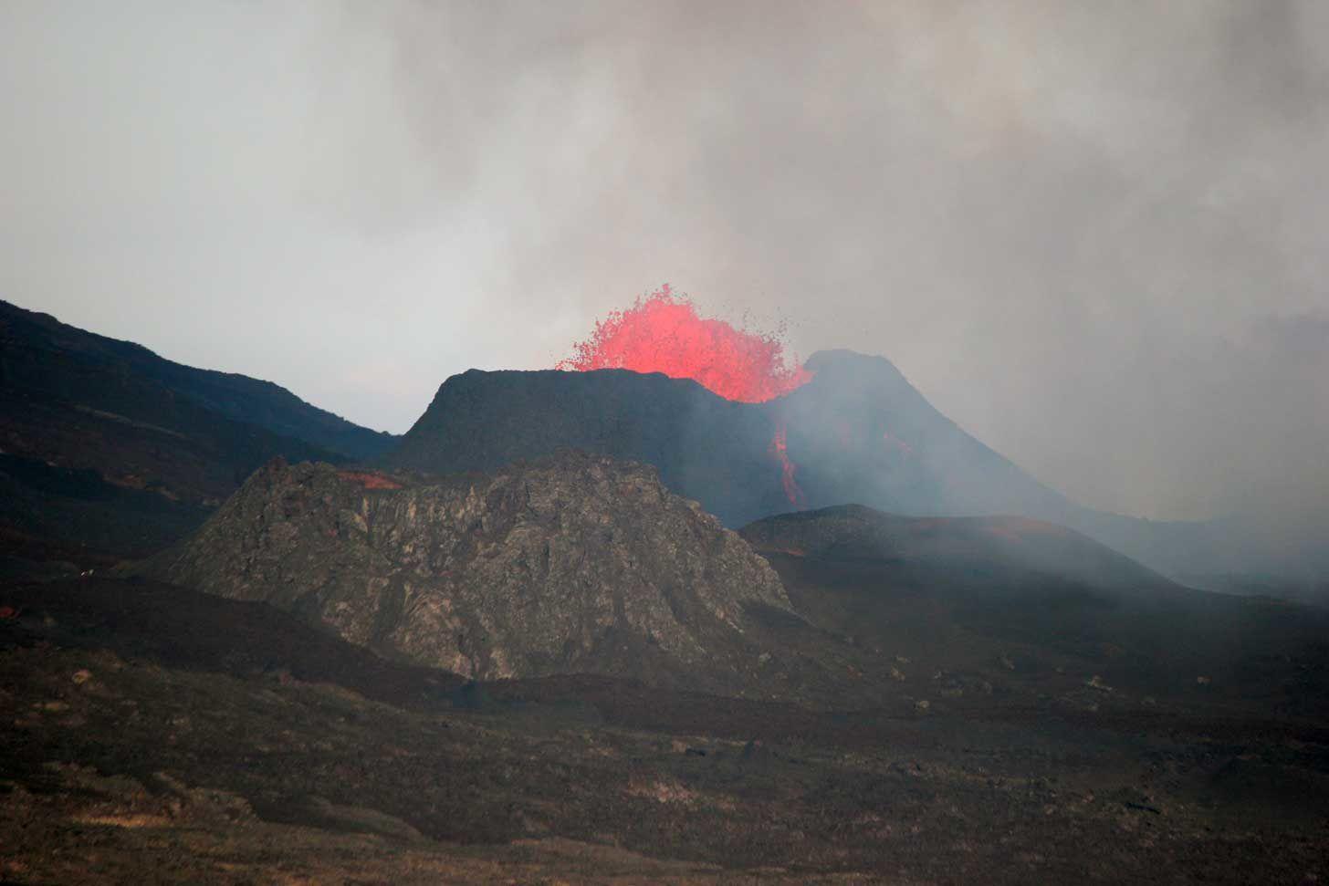 Eruption : prolongations...
