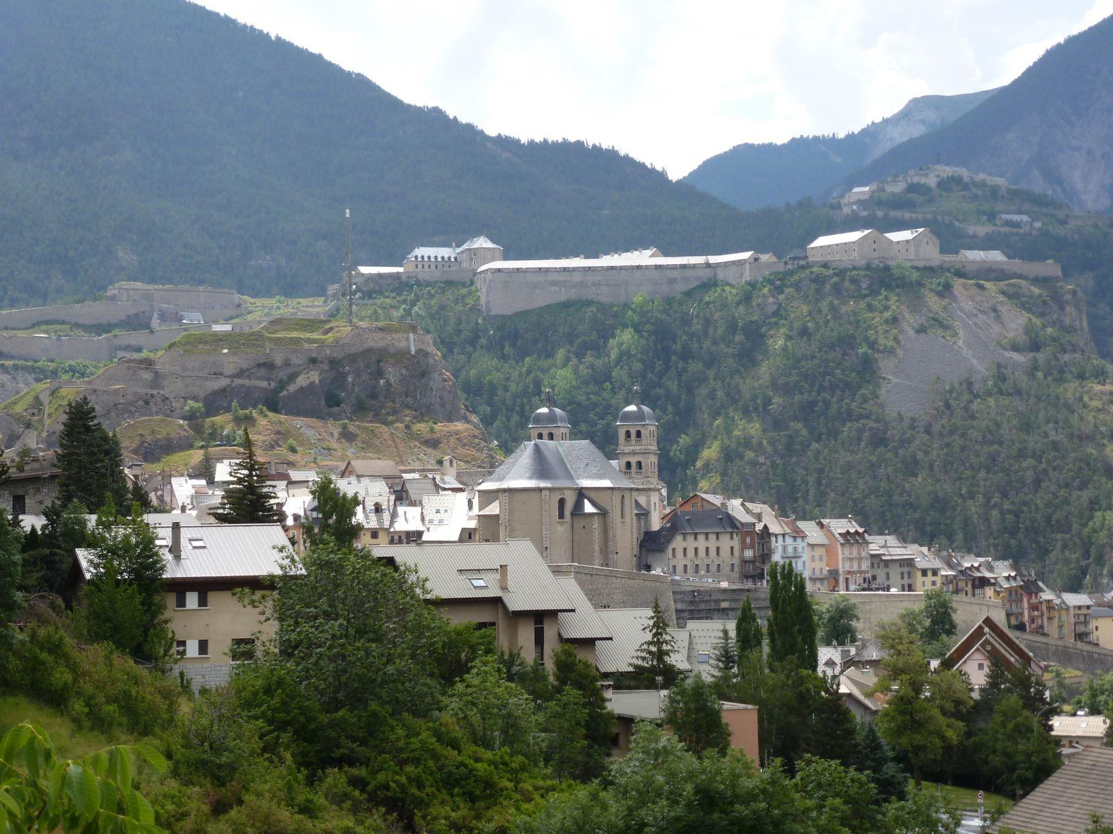 Vue sur Briançon et la cité Vauban, depuis la petite route de l'hopital