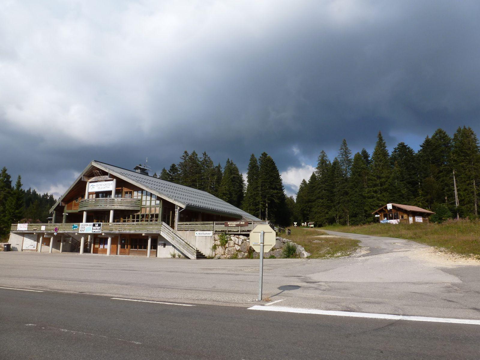 Voila où atterrit la route forestière de la Combe Blanche... juste derrière le relais de ski de fond de la Vattay.