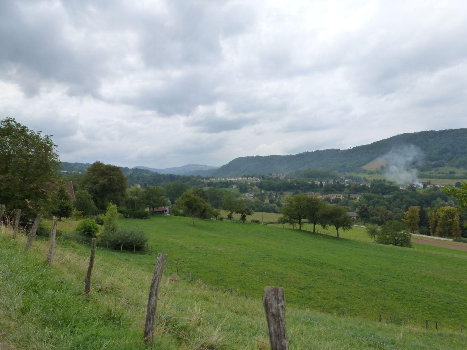Saint Bueil, le Val d'Ainan... alors que trois minigouttes d'eau tombent... le ciel est chargé depuis 30 minutes