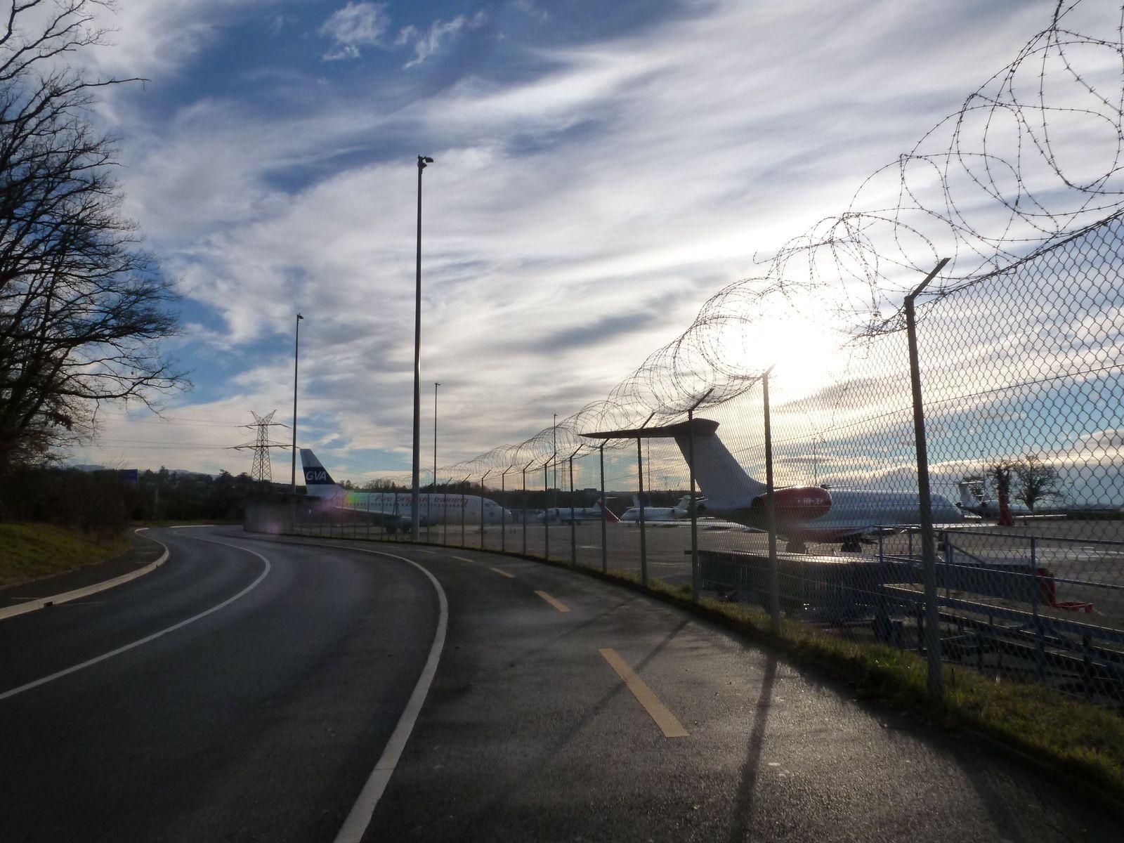 Passage devant l'aéroport...