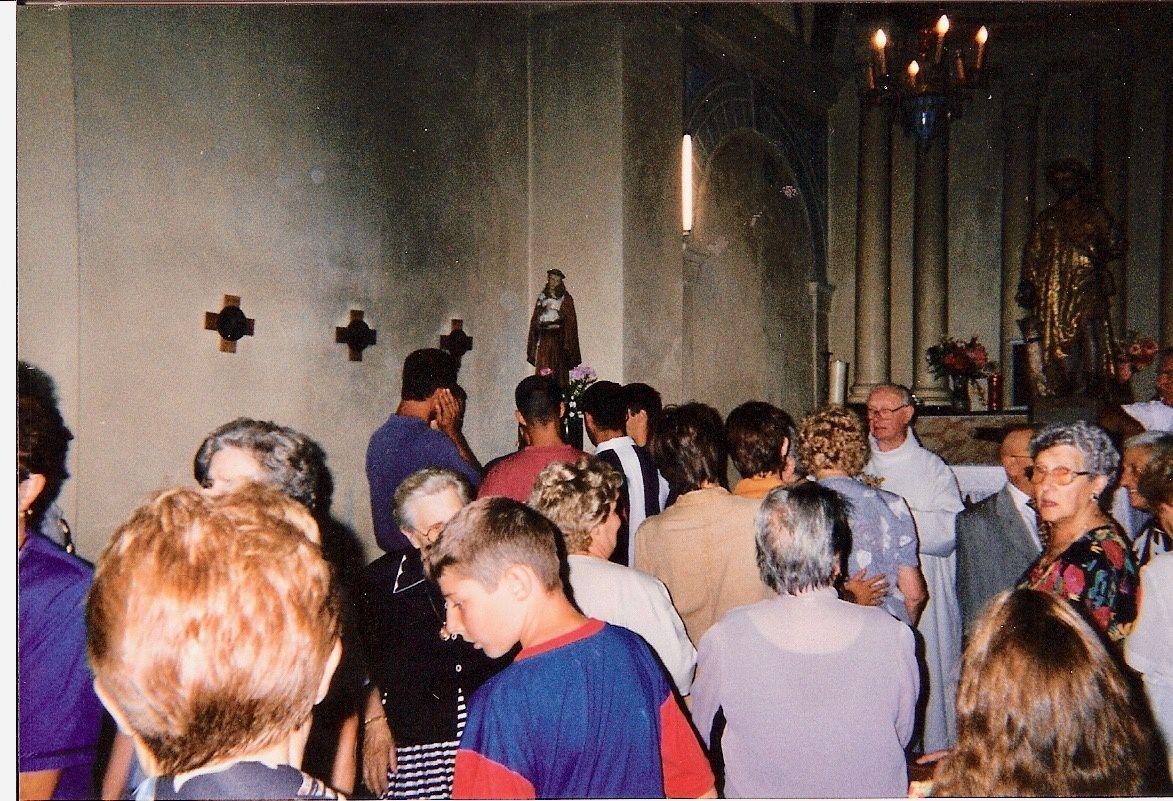 Une chapelle étroite et peu aérée.