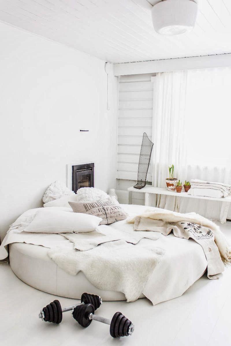 Les contrastes dans un appartement en Finlande.