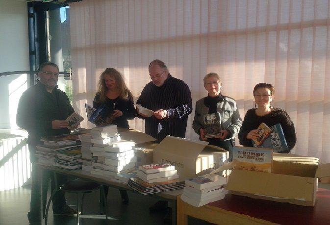 De gauche à droite : Eric et Sandrine de la Maison de la Presse de Rostrenen, Jean-Luc, Chantal et Magali de la Médiathèque. Photo de Mickaël de l'Espace informatique du Centre Multimédia.