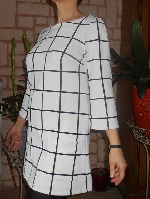Robe blanche à gros carreaux