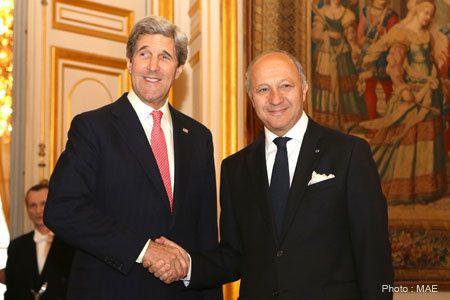 Les juifs Kerry-Köhn et Fabius la main dans la main pour punir la Syrie d'un crime qu'elle n' a pas commis